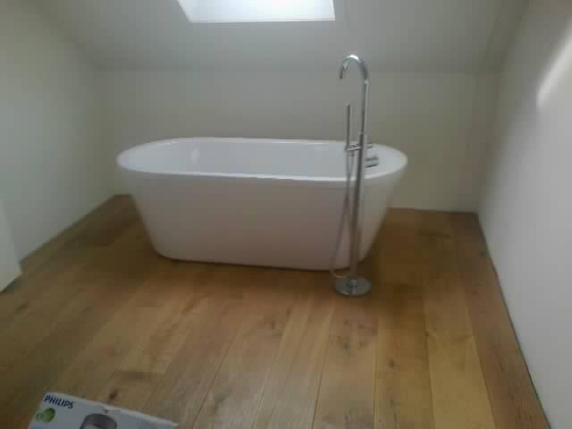 plaatsen van vrijstaand bad in de slaapkamer - Bouwbedrijf Kas